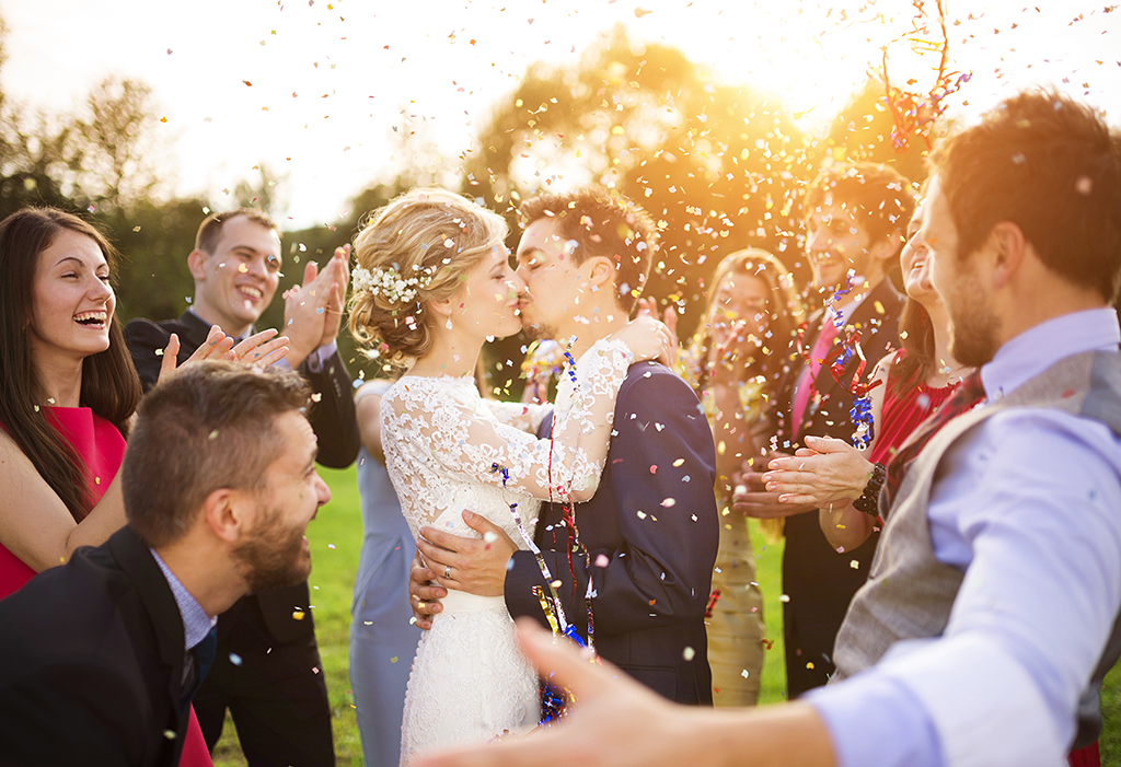 Kuss nach der Hochzeit